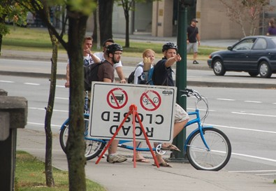 Cyclists figuring it out