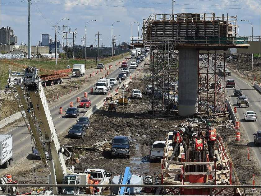 edmonton-alberta-may-2015-road-construction-at-the-hend