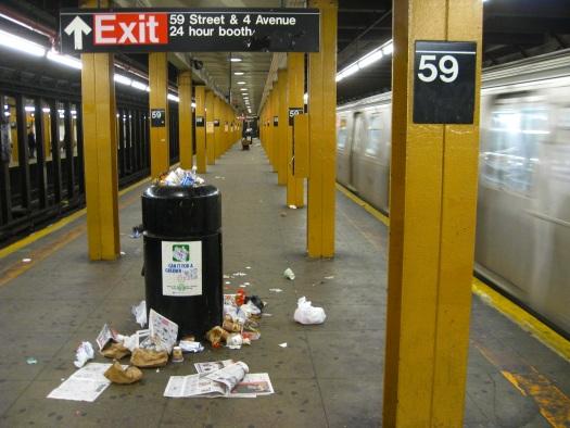 20111025-subway-trash