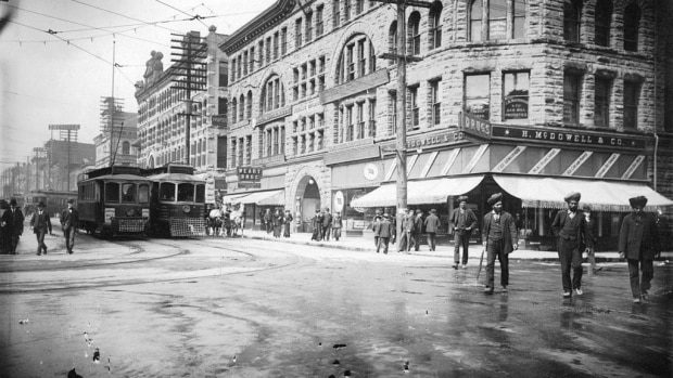 view-of-the-400-block-granville-street-from-west-hastings-street