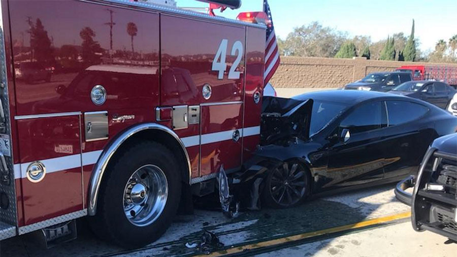 tesla-crash-fire-truck-405-los-angeles-2