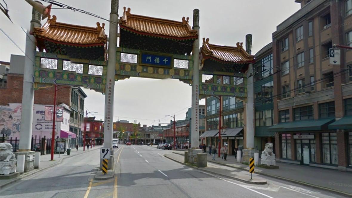 hi-bc-130530-chinatown-gate