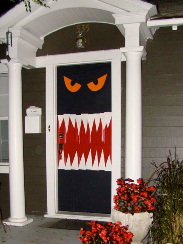 Enter-if-you-DARE-under-4-easy-scary-door-via-Home-Jelly