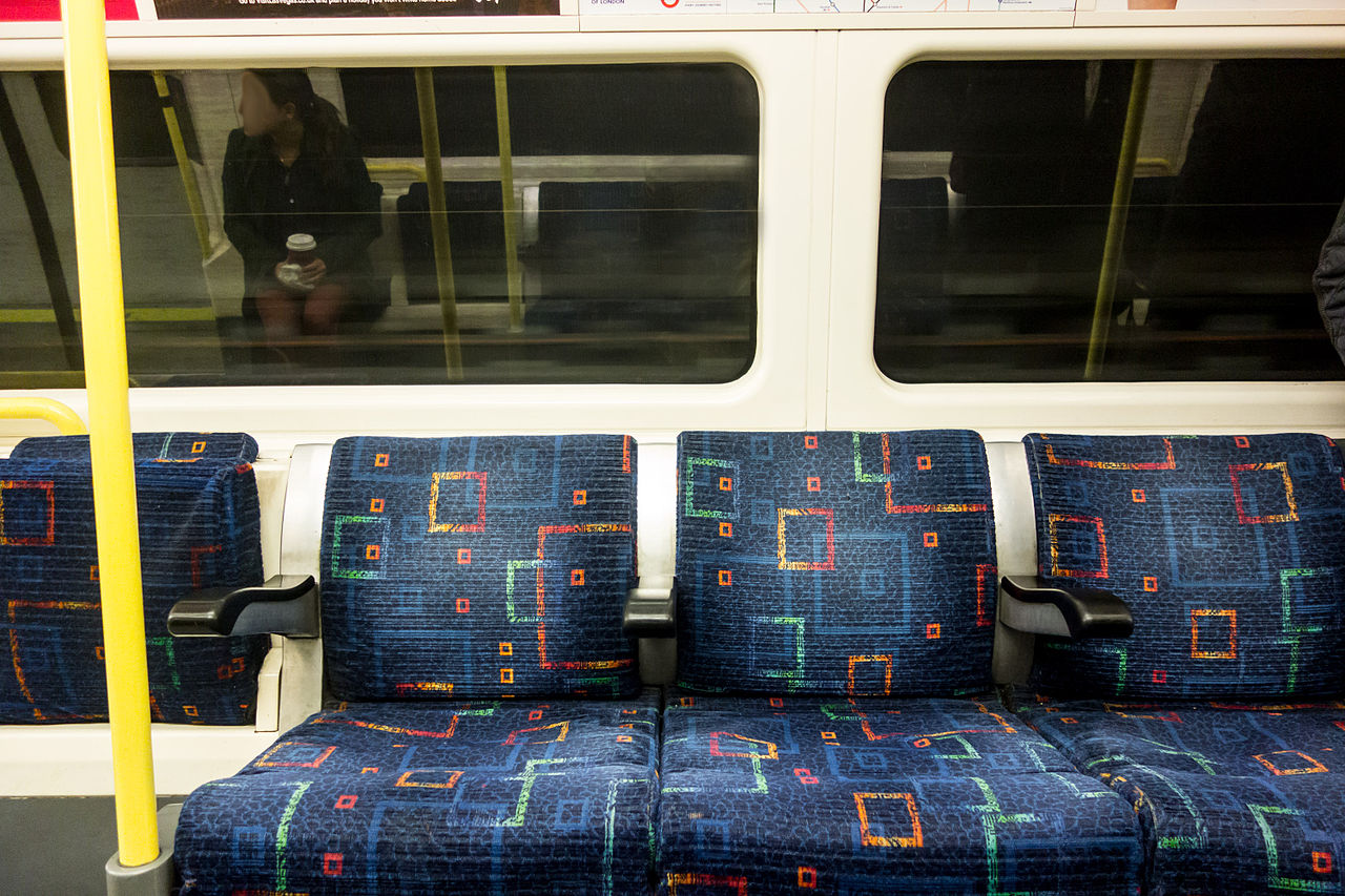 1280px-London_Underground_seat_fabric_design_1