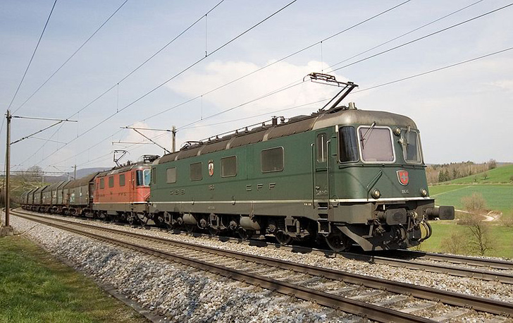 re-620-electric-train2