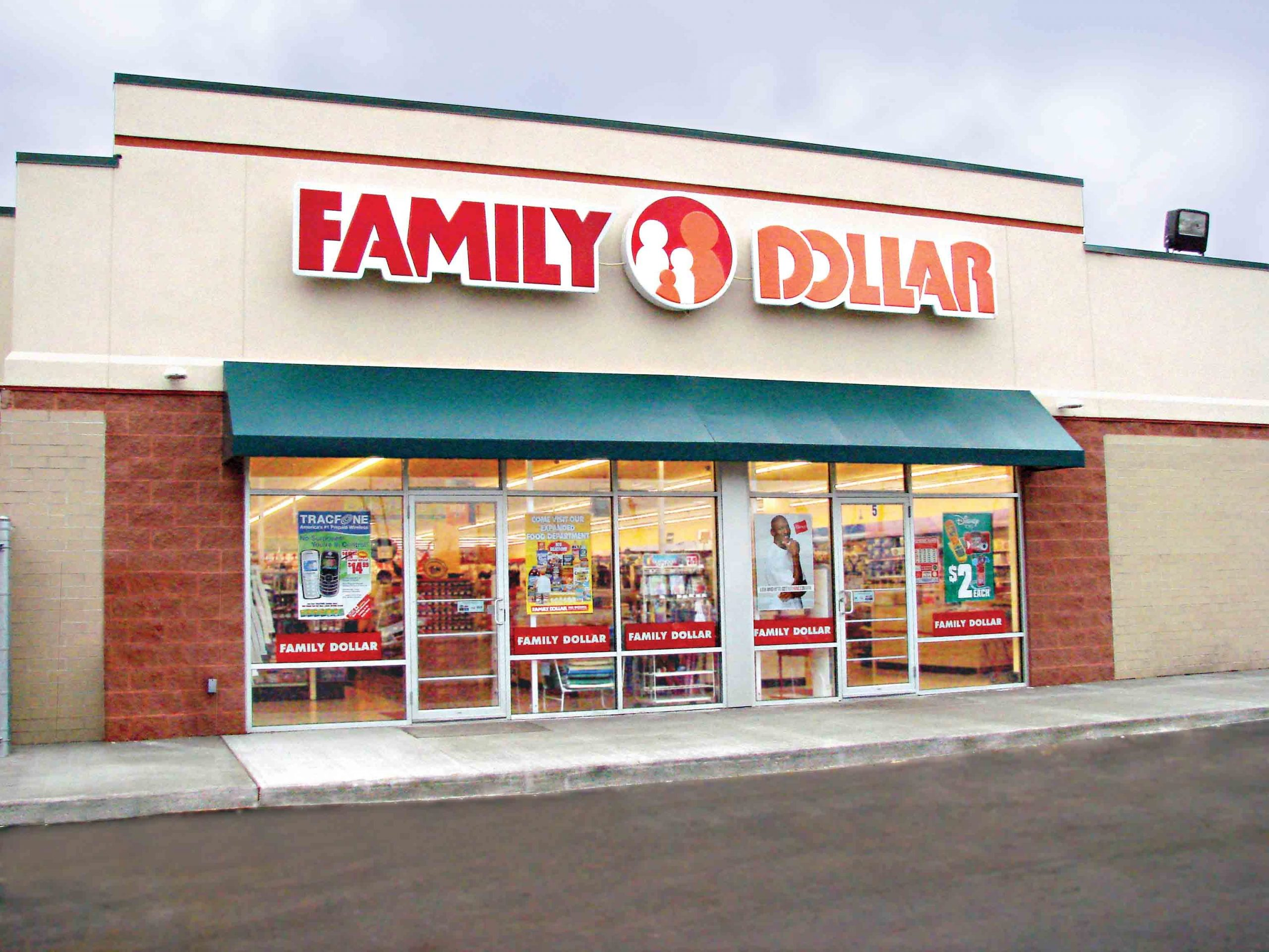 2-Family-Dollar-StandingStore