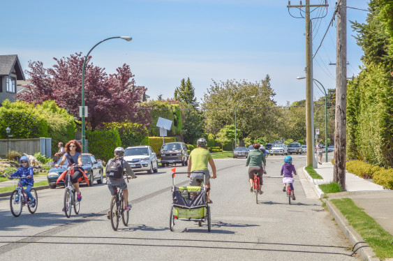 Vancouver-BCs-Seaside-Greenway.-Photo-by-Chris-Bruntlett-used-with-permission.-563x374-1